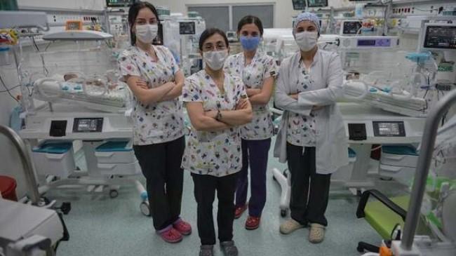 Sağlık çalışanları; Biz  günlerce evimizden ailelerimizden uzak kaldık