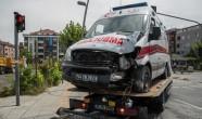 Ambulans kaza yaptı: 3 sağlık çalışanı yaralı …