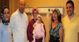Genç hemşireden, arkadaşının bebeğine can aşısı