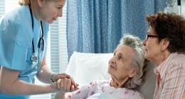 Hasta ve yakınları kitap okuyarak moral bulacak