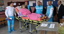 Hastalar sağlık ekiplerinin yardımıyla sandığa gitti