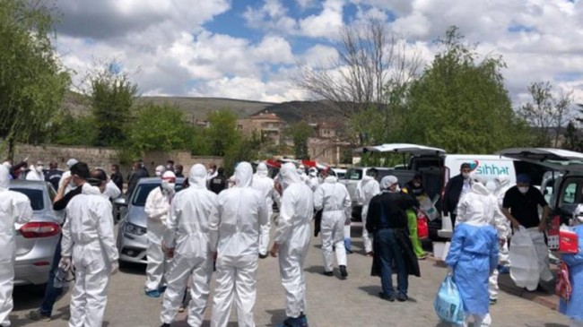 Hastalıktan Korunmak İsteyenleri 'Okuyup Üfleyerek' Virüsü Tüm Mahalleye Yaydı