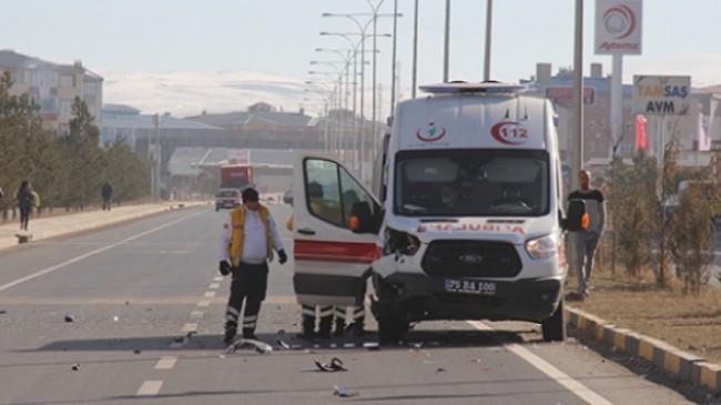 Hastayı ameliyat için götüren ambulans kaza yaptı