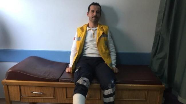 Hastayı kurtarırken ayağı kırıldı