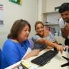 Hemşire, hastalar için yönetmen koltuğuna oturdu