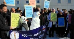 Sağlıkçılardan 'kardan adam'lı döner sermaye eylemi