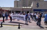 Sağlık emekçileri ek ödemelerdeki adaletsizliği alkışlarla protesto etti